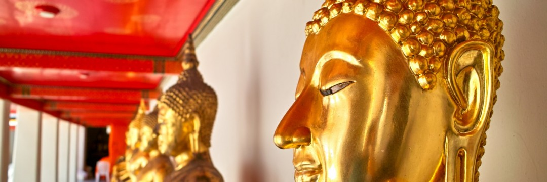 Goldene Buddhas.